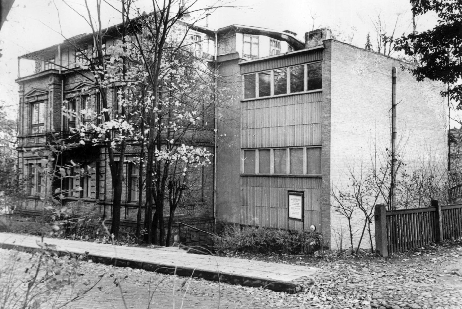 Vallikraavi 14 addition in 1966.