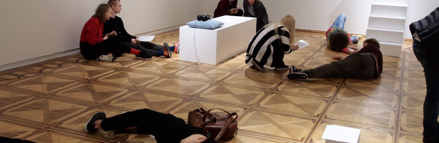 muuseumi-koreograafia-maria-hassabi-dancer's-manual
